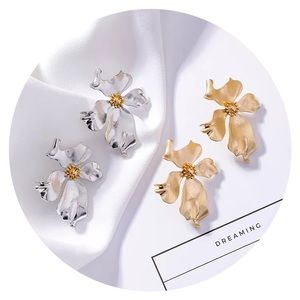 Jewelry - 🌸 • Gorgeous Floral Drop Earrings • 🌸